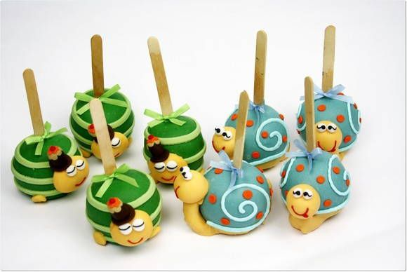 These are actually made with apples covered with chocolate and then personalized. But I think they would also make great Cake Pops. Don't You?