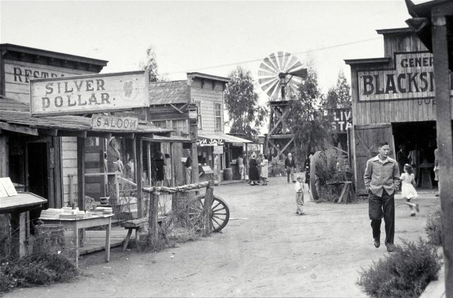 Knott's Berry Farm - old Ghost Town