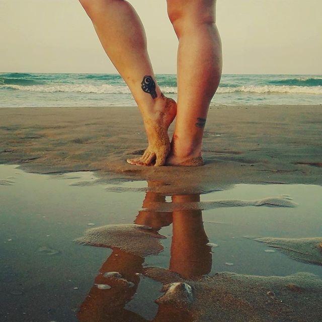 Cuando llega el caaloor los chicos se enamoran..🎶🎶🎶🎶🌞🌞🌞🌞 Alerta por calor eeoo!!!!nada,no me quejaré que por lo menos tengo playa donde mojarme el culo, ya me quejaré cuando el lunes llegue a casa y ahí si que no tendré donde mojarme el culo😥😥😥😥…