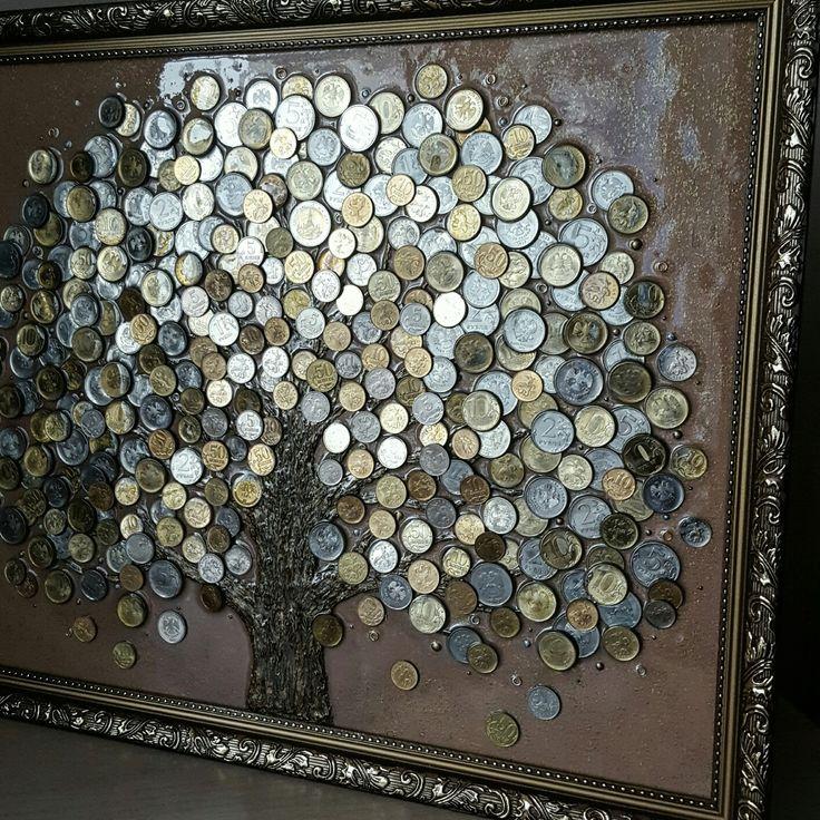 """Панно из монет сияет и переливается, привлекая в дом удачу, изобилие и материальное благополучие. Сильнейший денежный талисман в Фен-шуй и эксклюзивное украшение интерьера. Идеальный подарок и пожелание благополучия и процветания.  Ходовые монеты России и других стран несут энергию """" живых """" денег и эффективно  активизируют зону богатства  в доме или офисе.                              magiya-deneg.livemaster.ru"""