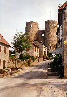 Les ruines du château de Crocq - Creuse