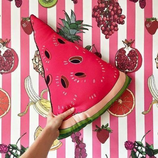 Sommerliche Melonenkissen gibts bei Mand & Kvinde in Köln.  Gefunden in der Findeling App