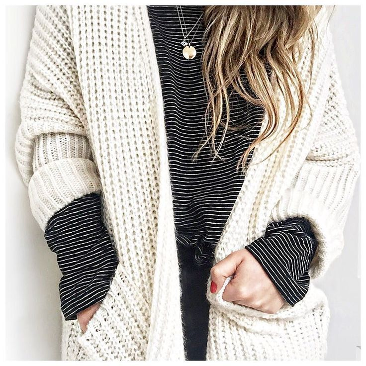 black and whites thin stripes | thin jewelry | oversized sweaters | casual | fall / winter