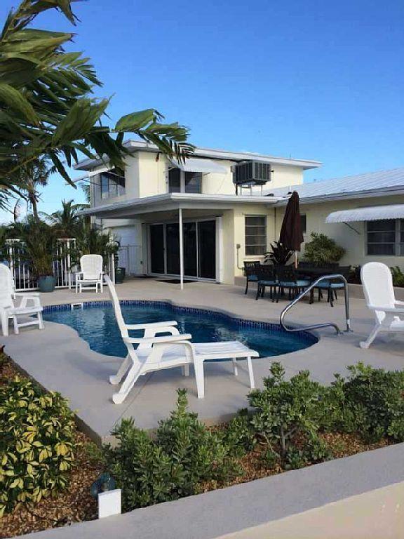 Beautiful Oceanfront 4 Bedroom Home, Deep Water Dock, Vaca