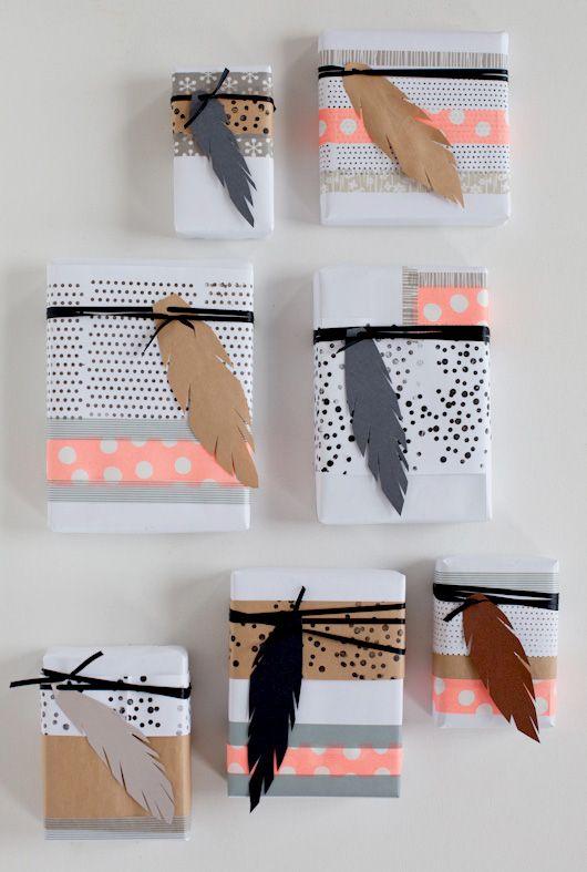 Emballage cadeau personnalisé avec une plume en papier (à détourner avec d'autres motifs!)