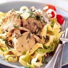 Dags för pasta!Tagliatelle med vitlöksdoftande fläskfilé blir med senapssås en riktig favorit. Bjud bort eller lyxa till vardagen, här hittar du receptet.