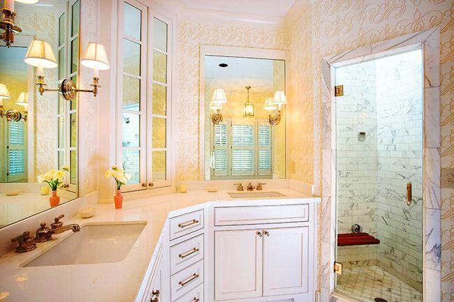 Bathroom cabinets how to combine practicality and aesthetics photo 15