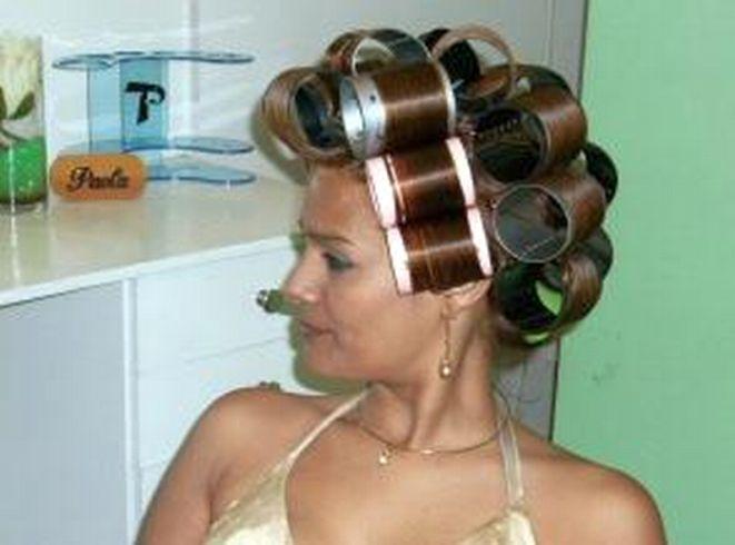 Pin szerzője: Zsófia Pink, közzétéve itt: Hair Rollers and ...