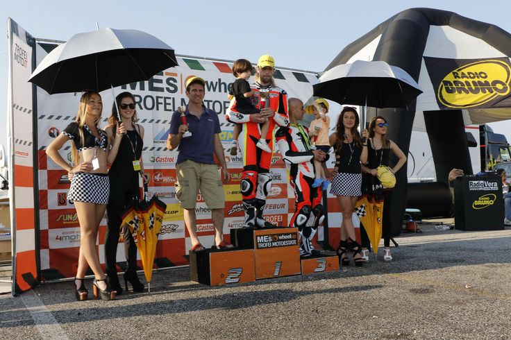 Trofeo Motoestate: X-Lite X802RR e SHOEI X Spirit 3 in lotta per la vittoria!