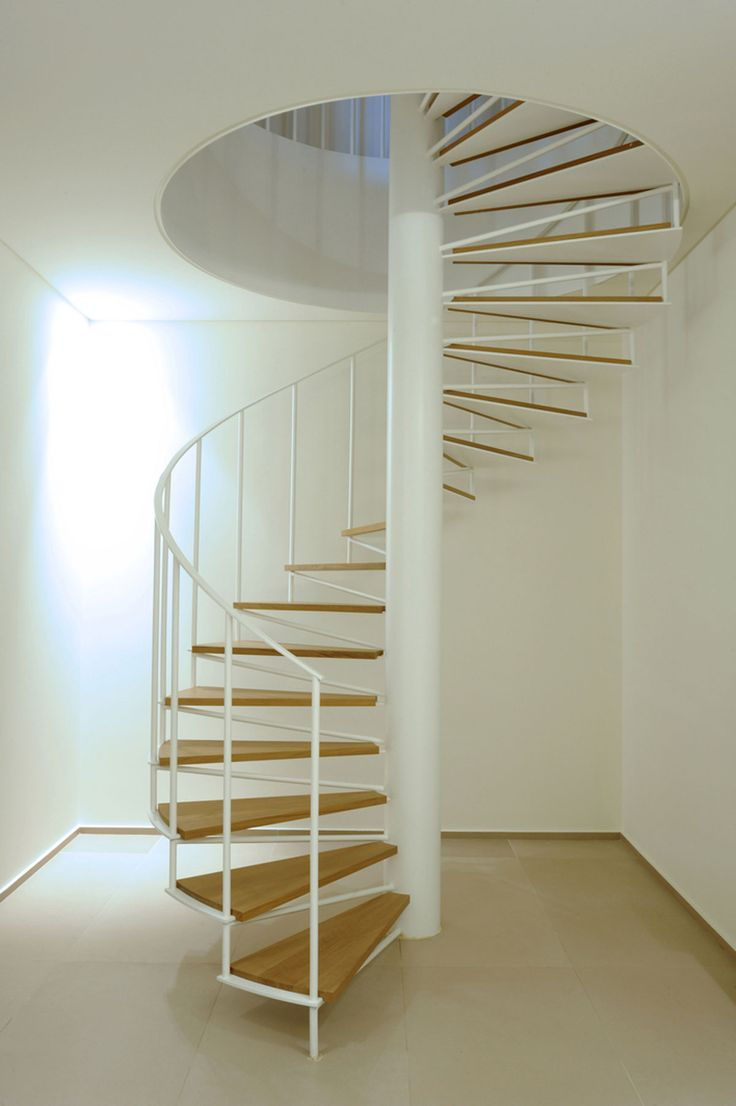 Винтовая лестница в интерьере - Фото 26