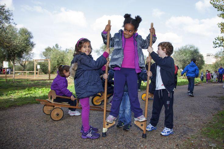 Stili di vita dei #bambini in #Italia Save the Children, 1 minore su 5 non fa attività motorie nel tempo libero, nel 27% dei casi per difficoltà economiche; 4 ragazzi su 10 si muovono in auto, pochi (28%) a piedi http://www.ilsitodelledonne.it/?p=17659