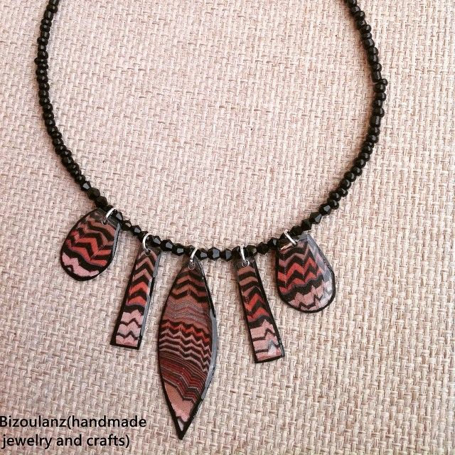 Statementnecklace#necklace#missonistyle#brown#black#zigzag#recycled#upcycled#ecofriendly#jewelry#plasticbottle#plasticnecklace#resin#swarovskicrystal#bead#bizoulanz#handmade#κολιέ#ανακυκλώσιμο#πλαστικο#κρύσταλλαswarovski#χειροποίητο#κόσμημα#καφέ#μαύρο