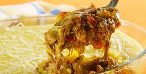 Escondidinho de carne desfiada com polenta