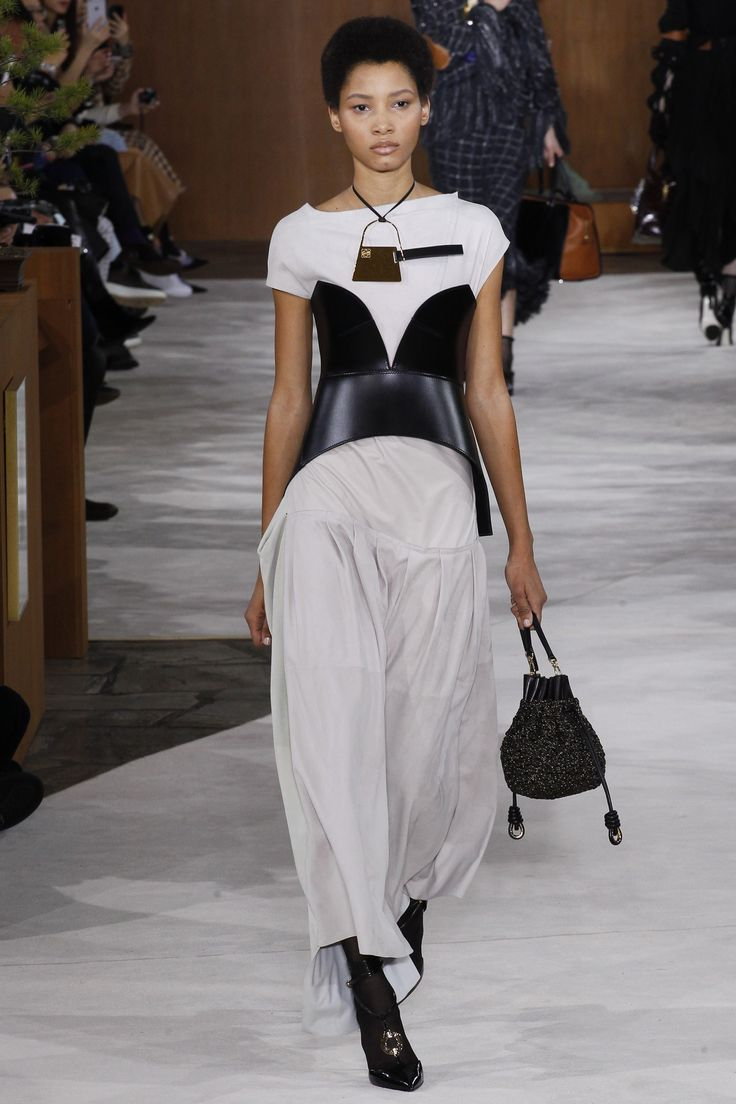 Loewe Fall 2016 Ready-to-Wear Fashion Show - Lineisy Montero (Next)