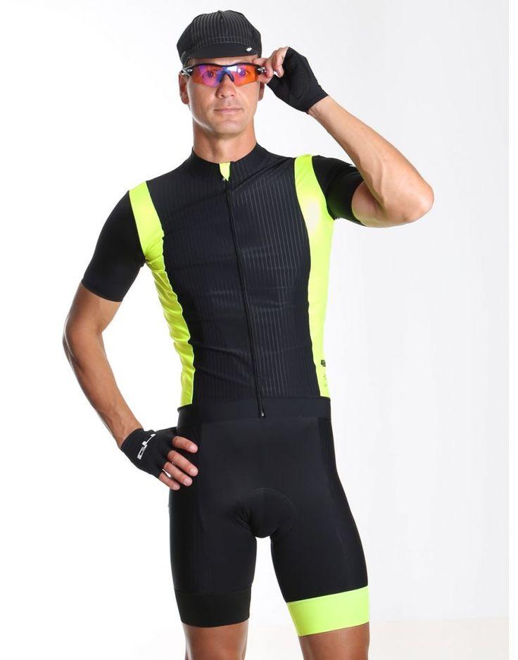 Le maillot de vélo jaune pour homme de la gamme Dinstingued est haut de gamme et chic.