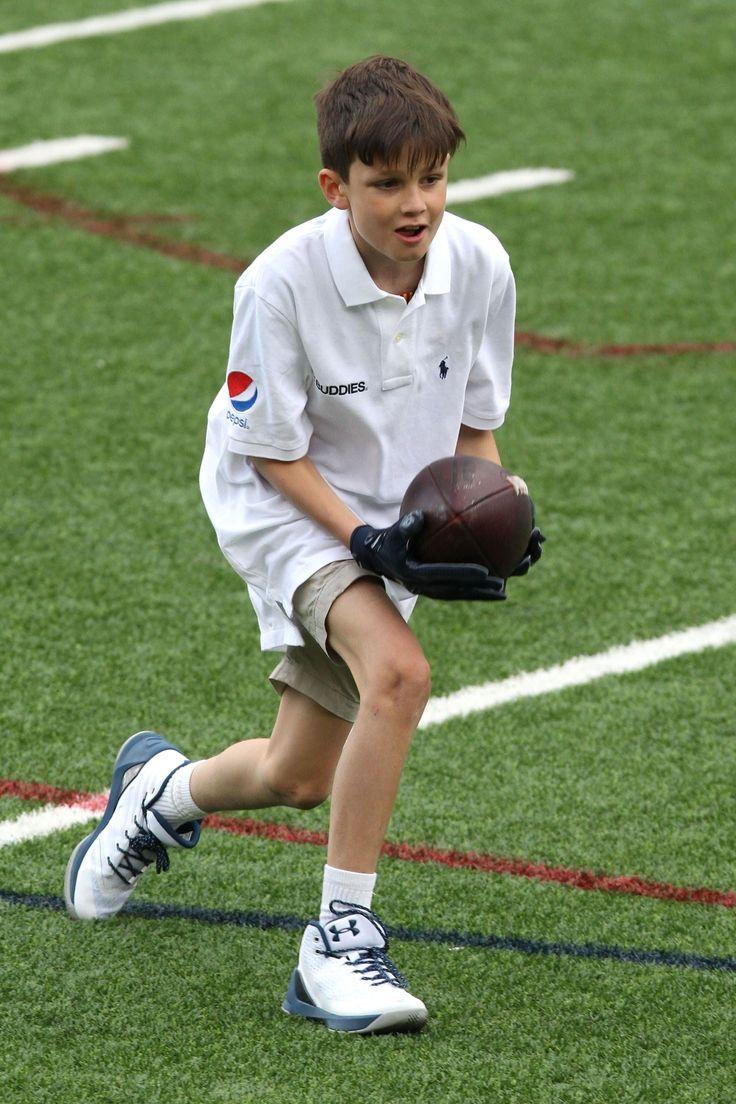 Tom Brady Plays Soccer with 9-Calendar calendar year-Aged Lookalike Son Jack - Hifow - Unionbeatz - http://howto.hifow.com/tom-brady-plays-soccer-with-9-calendar-calendar-year-aged-lookalike-son-jack-hifow-unionbeatz/
