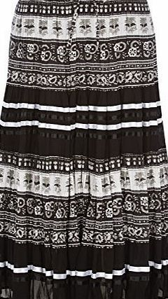 Roman Originals Womens Cotton and Chiffon Tiered Maxi Skirt Black Size 10 - 20 - 10 Channel the bohemian look this season with this chic maxi skirt. Crafted in tiers of a monochrome print and chiffon with contrasting ribbon detail, this skirt is perfect (Barcode EAN = 5054025149522) http://www.comparestoreprices.co.uk/december-2016-week-1/roman-originals-womens-cotton-and-chiffon-tiered-maxi-skirt-black-size-10--20--10.asp