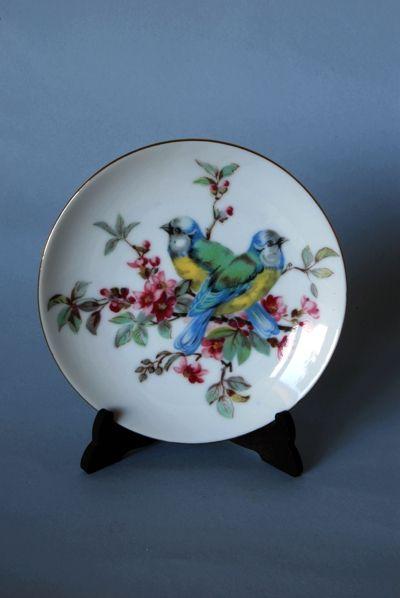 Bonito platito de cerámica japonesa con escena animal y filo dorado. Ideal en decoraciones modernas. Kitsch Madrid.