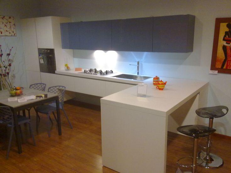 cucina laccata lucida sistema apertura gola in offertissima € 4.300,00 pronta consegna