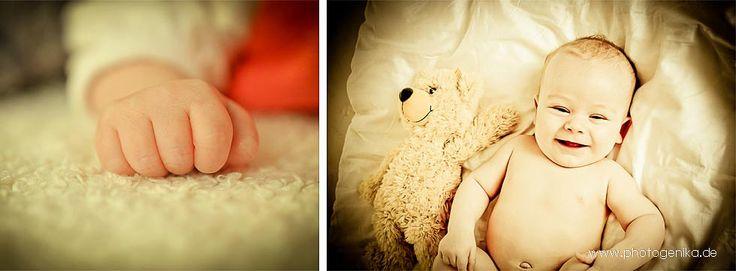 Lachendes Baby, Babyhände, zu Hause in gewohnter Umgebung fotografiert