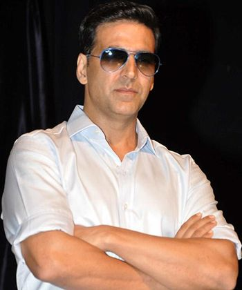 Akshay Kumar stands taller than cricket!