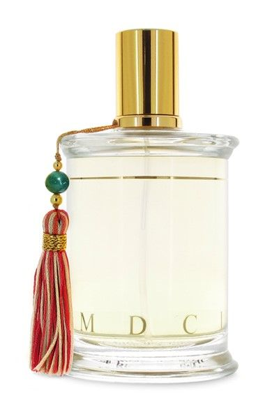 http://perfumeforme.ru/mdci-le-barbier-de-tangier  MDCI Le Barbier de Tangier – сложный, с красивым гармоничным звучанием мужской фужерный парфюм, выпущенный в 2016 году под маркой известного французского нишевого парфюмерного дома MDCI Parfums. Аромат одет в цилиндрический прозрачный флакон с золотистой крышечкой и украшен красной шелковой кисточкой на зеленой бусине.  Звучание парфюма начинается с игристой свежести цитрусовых нот тангерина, лимона, бергамота и петитгрейна, в которую…