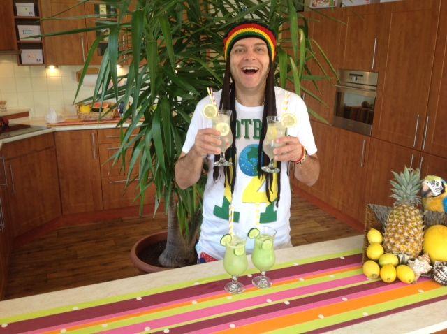 Great summer lemonade, made of fresh lemons https://www.youtube.com/watch?v=JMPrqoSr6TE&list=UUz68KJVhtnJvmosQ4JNYIuQ