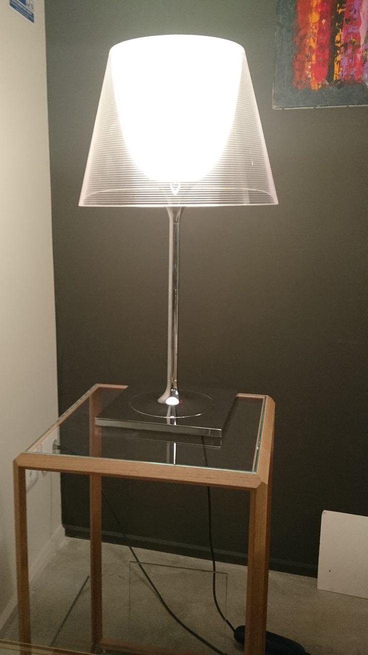 Lampe à poser KTtribe T1- Design by Philippe Starck- FLOS         Dimensions : 21x31xh56cm- aluminium et polycarbonate         VENDUE !!!!