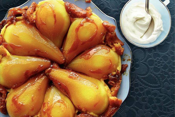 Peren tarte tatin. Gebruik bladerdeeg in plaats van zelf deeg te maken. Vanillestokje kan worden vervangen door zakje vanillesuiker; dan wel hoeveelheid basterdsuiker aanpassen.