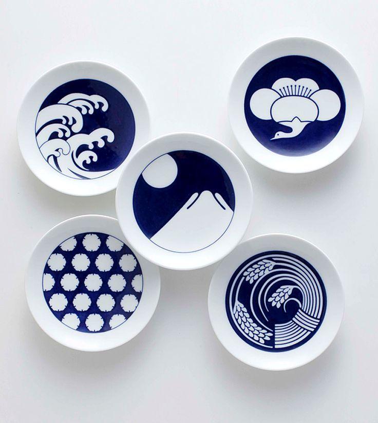 blue and white Japanese plates  :::  KOMON (family crest)