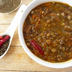 Try this easy and homemade Mauritian recipe for a vegetarian Lentil Soup with carrots!