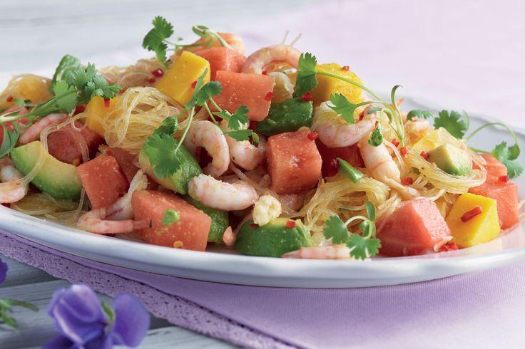 Räksallad med glasnudlar, frukt och grönsaker | Recept från Santa Maria