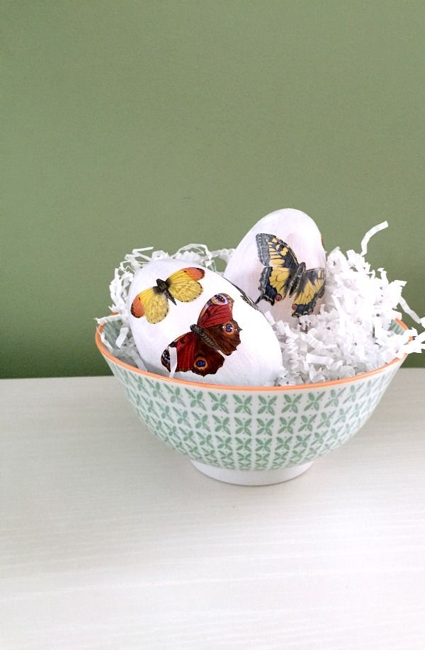 Make these DIY Decoupage Easter Eggs using Martha Stewart Crafts decoupage papers: Click for the Tutorial