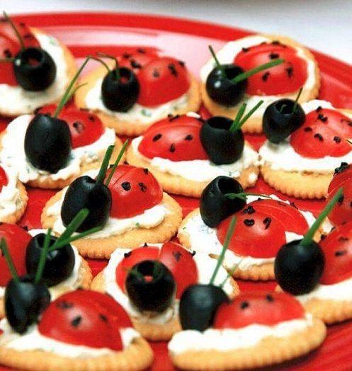 A jó ízű és kreatív díszítéssel tálalt előétel meghozza a vendégek étvágyát, már akkor is, ha csak egy pillantást vetnek az ünnepi asztalra. A...