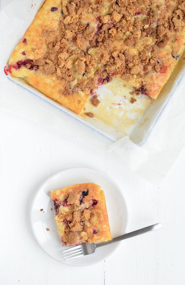 kruimelcake met rood fruit