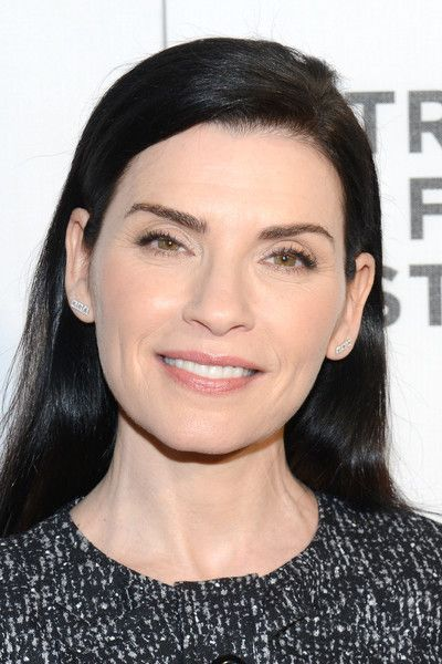 Julianna Margulies Long Side Part - Julianna Margulies kept it simple with this loose side-parted style at the Tribeca Film Fest screening of 'The Good…