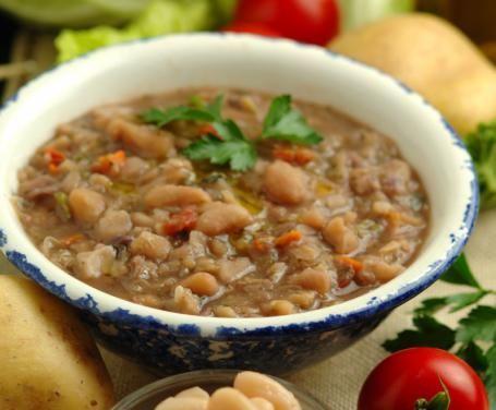 Zuppa toscana: farro, ceci, borlotti, pancetta, rosmarino