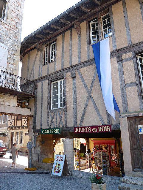 Lot et Garonne - Montflanquin - Place des Arcades