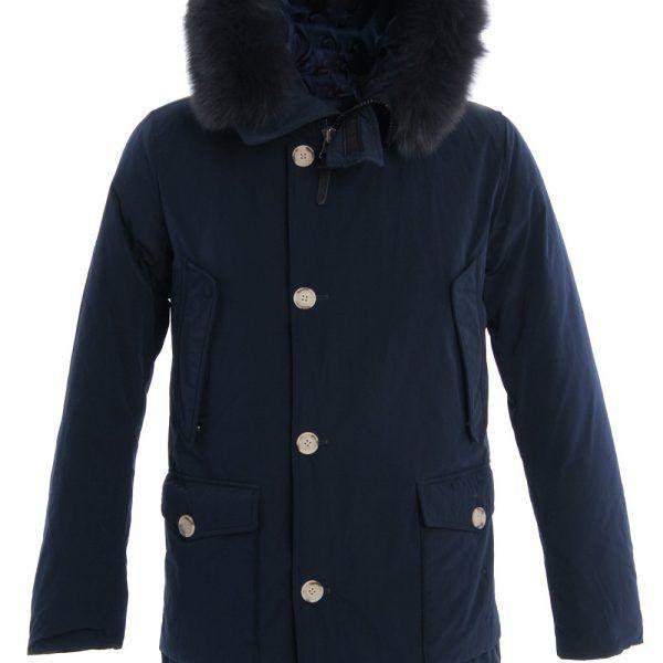 Deze zeer exclusieve luxe donkerblauwe Arctic Parka van Woolrich voor mannen heeft een modernere fit. Zeer mooie zwarte Fox bontkraag. Bij deze luxe Arctic Parka's is de buitenstof gemaakt van Pertex classic, waardoor wind, kou en regen kansloos zijn. Lichtgewicht en toch stevig voor een lange levensduur. Voering: 100% Nylon. Vulling: 80% Eendendons, 20% Eendenveren. Bontkraag: 100% Vos. Model: Woolrich Mens Luxury Arctic Parka Fox Blue