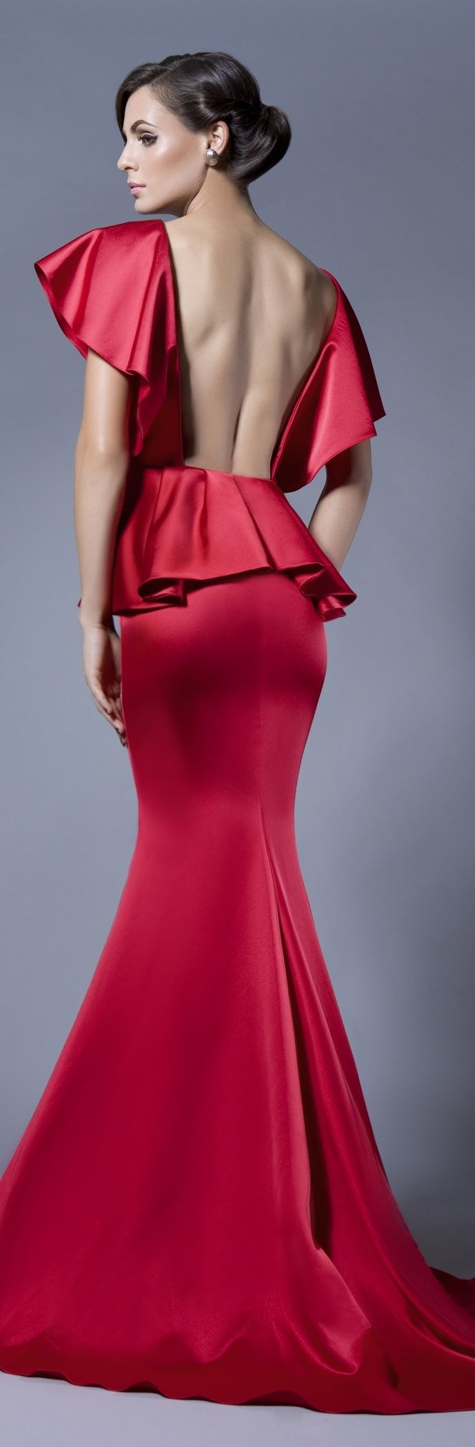 Love the draping of this!  Can't help but think there needs to be a slight curve to the small of the back, tho.  Too square for rest of dress.  Bien Savvy haute couture 2013/2014 ~  ♥!!