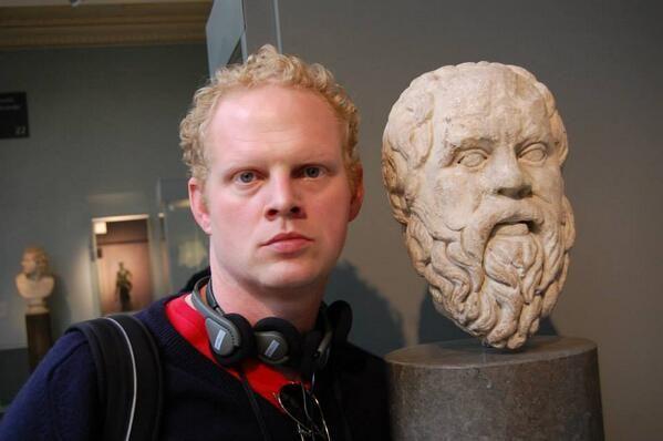 serieuze museumselfie