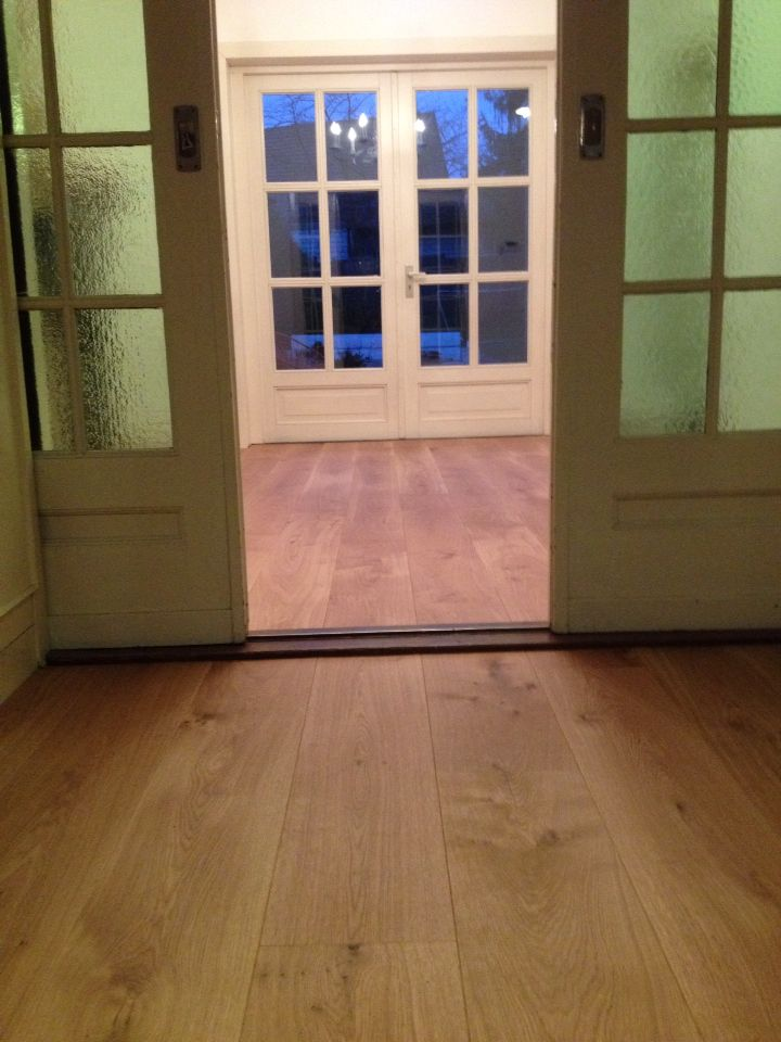 Onze nieuwe vloer met extra brede planken van eikenhout