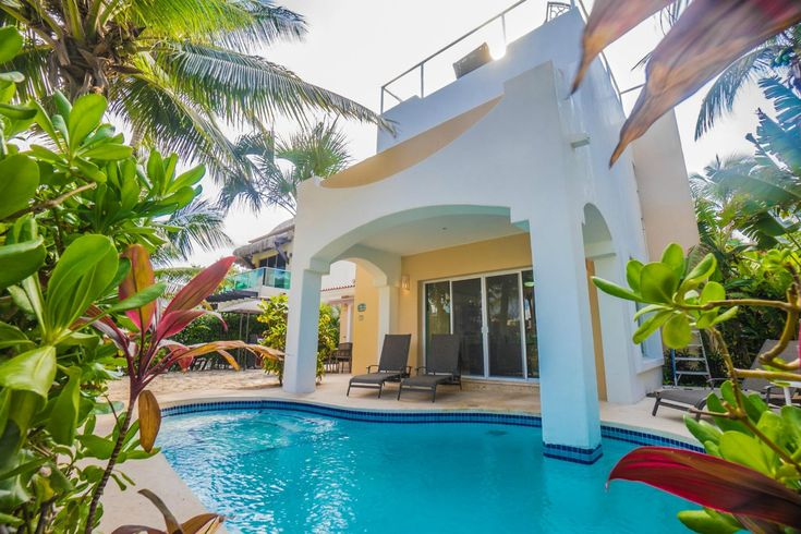 This luxurious 4-bedroom vacation rental is just 20 steps away from the best Playa del Carmen beach. Book thr Casa Paraiso today and save! Sleeps 8!