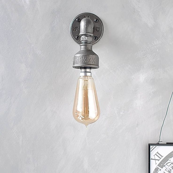 This beautifully crafted industrial style metal wall light is the perfect addition to an industrial themed interior