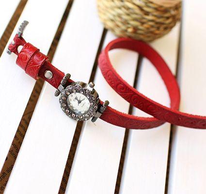 Red Bing Bezel Set Crystal Leather Quartz women wristwatches