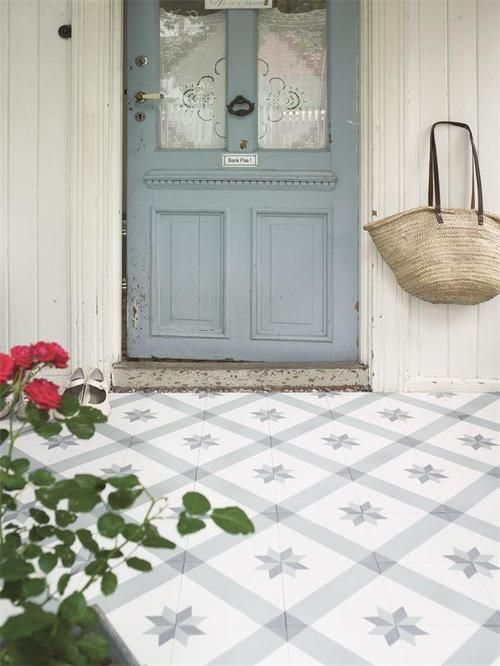love the painted pattern on this porch floor