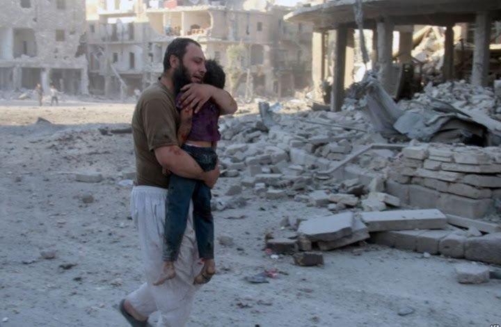 """KIBLAT.NET, Gaza – Harokah Muqowamah Al Islamiyah (Hamas) mengutuk keras serangan berdarah yang dilakukan rezim suriah di Aleppo, Suriah Utara. Serangan di Aleppo yang intes beberapa hari terakhir telah merengut nyawa ratusan warga sipil Suriah, menghancurkan rumah sakit, masjid dan pusat-pusat kesehatan. Juru bicara biro politik Hamas, Izzat Ar-Rasyq, melalui akun FB-nya mengatakan,""""kami sangat mengecam …"""