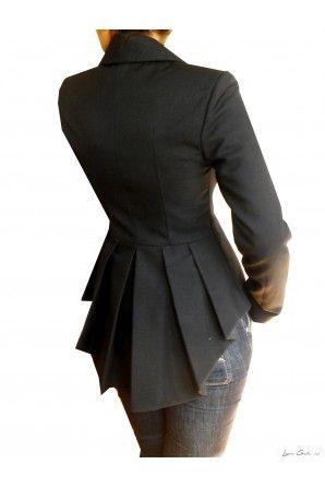 Laura Galic - blazer  http://www.gabiurda.ro/sacoul-blazerul-manevra-vestimentara-de-toamna/
