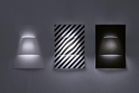 Luminario POSTER por YOY Un minimalista y moderno diseño que se mantiene sobre la pared hecha de papel suena a película, pero estos chicos japoneses demuestran su talento al llevar a la realidad un diseño como este.  http://www.podiomx.com/2015/03/luminario-poster-por-yoy.html