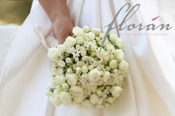 Bouquet fiori d'arancio e roselline: sembra un gioiello di pizzo!!